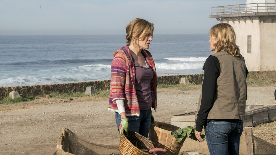 Madison Clark (Kim Dickens) and Travis Manawa (Cliff Curtis) en Episodio 2 Photo by Richard Foreman/AMC