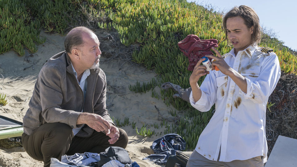 Daniel Salazar (Ruben Blades) y Nick Clark (Frank Dillane) en Episodio 3 Photo by Richard Foreman/AMC