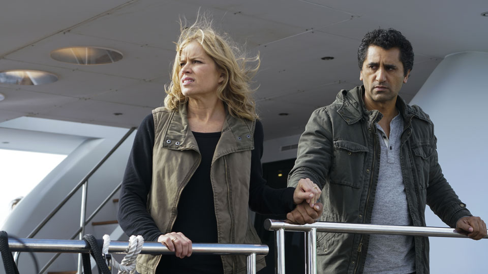 Madison Clark (Kim Dickens) y Travis Manawa (Cliff Curtis) en Episodio 2 Photo by Richard Foreman/AMC