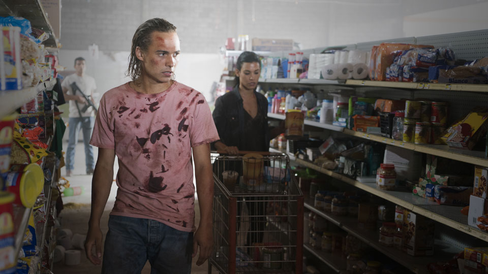 Nick Clark (Frank Dillane) y Luciana (Danay Garcia) en Episodio 9 Photo by Richard Foreman/AMC