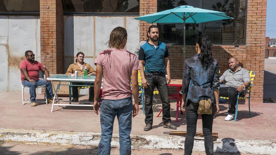 Marco Rodriguez (Alejandro Edda), Nick Clark (Frank Dillane) y Luciana (Danay Garcia) en Episodio 9 Photo by Richard Foreman/AMC
