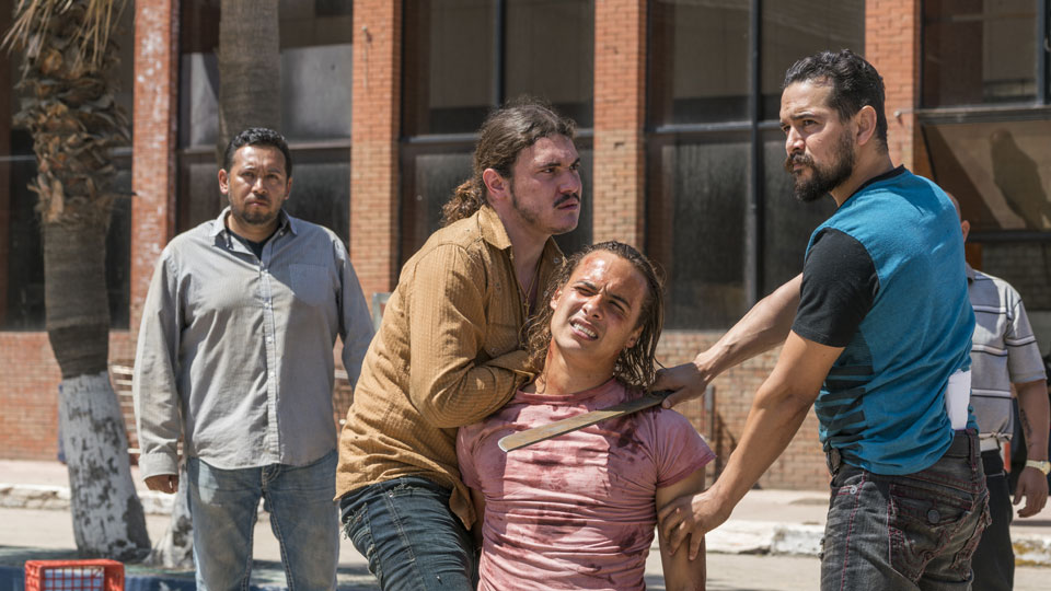 Marco Rodriguez (Alejandro Edda) y Nick Clark (Frank Dillane) en Episodio 9 Photo by Richard Foreman/AMC