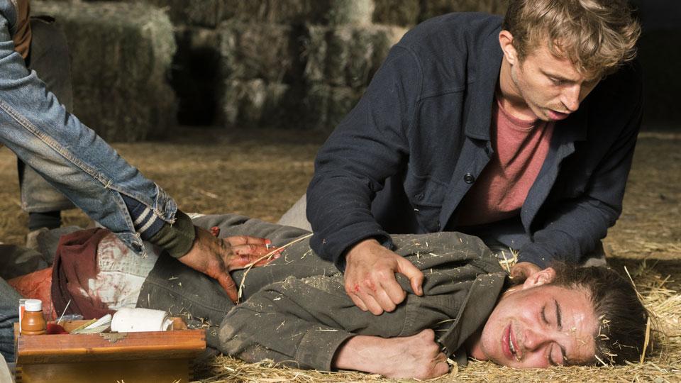 Derek (Kenny Wormald) y James (Israel Broussard) en Episodio 13 Photo by Richard Foreman/AMC