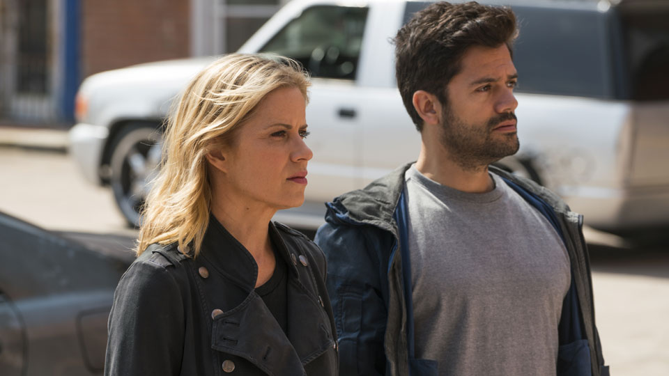 Madison Clark (Kim Dickens) y Oscar Diaz (Andres Londono) en Episodio 12 Photo by Richard Foreman/AMC
