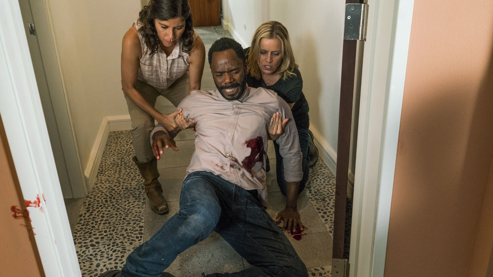 Elena Reyes  (Karen Bethzabe), Victor Strand (Colman Domingo) y Madison Clark (Kim Dickens) en Episodio 12 Photo by Richard Foreman/AMC