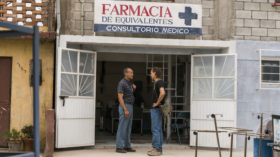 Alejandro (Paul Calderon) y Nick Clark (Frank Dillane) en Episodio 11 Photo by Richard Foreman/AMC