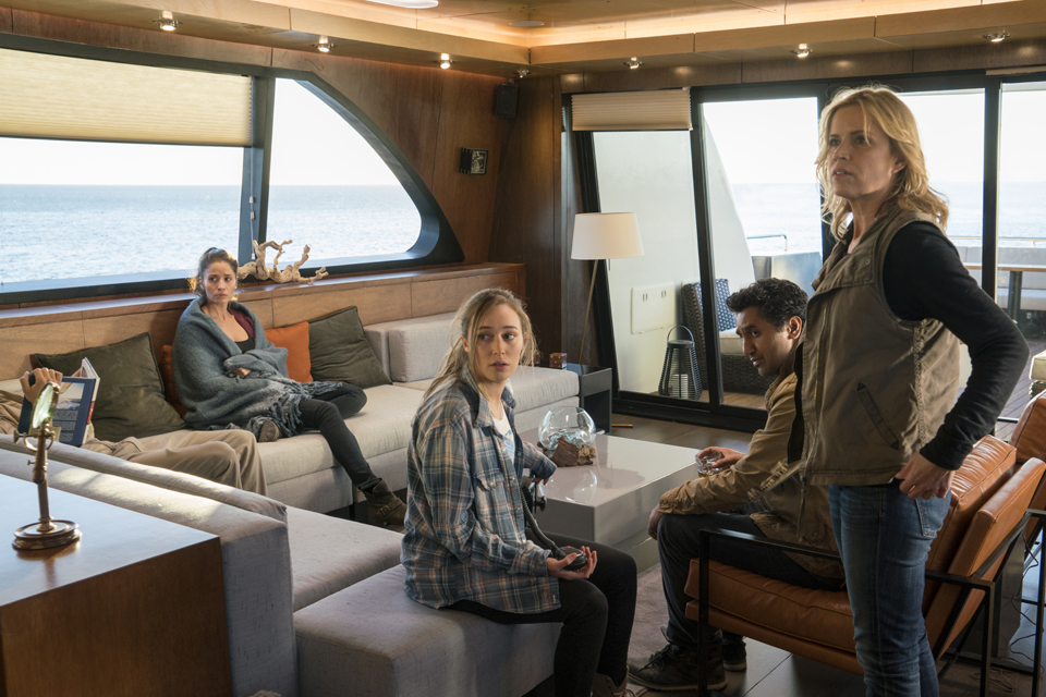 Ofelia Salazar (Mercedes Mason), Alicia Clark (Alycia Debnam-Carey), Travis Manawa (Cliff Curtis) and Madison Clark (Kim Dickens) in Episode 1 Photo by Richard Foreman/AMC