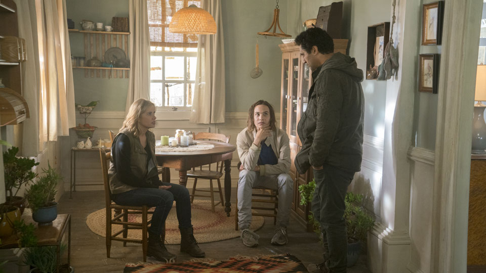 Nick Clark (Frank Dillane), Madison Clark (Kim Dickens) and Travis Manawa (Cliff Curtis) in Episode 2 Photo by Richard Foreman/AMC