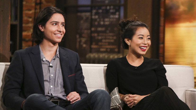 Lorenzo James Henrie (Chris Manawa) and Michelle Ang (Alex) no Episódio 3 Photo by Jordin Althaus/AMC
