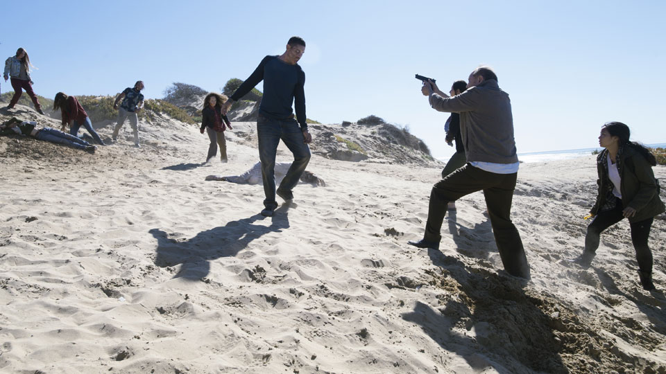 Daniel Salazar (Ruben Blades), Alicia Clark (Alycia Debnam-Carey) and Alex (Michelle Ang) in Episodio 3 Photo by Richard Foreman/AMC