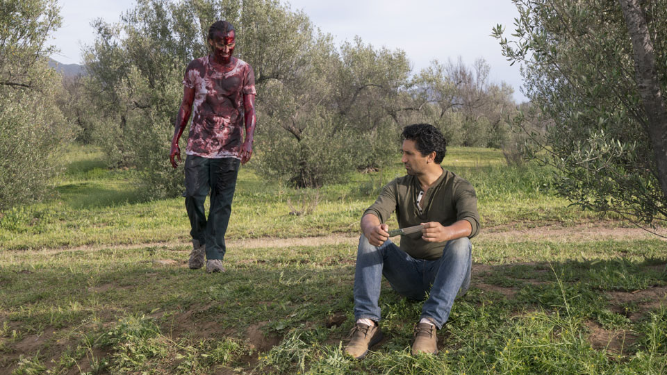 Travis Manawa (Cliff Curtis) e Nick Clark (Frank Dillane) no Episódio 7 Photo by Richard Foreman/AMC