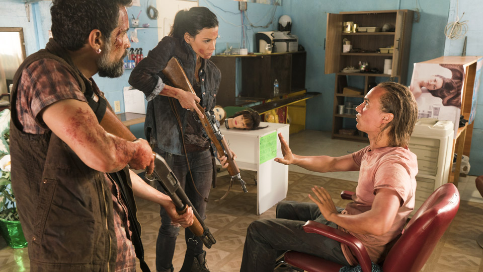 Nick Clark (Frank Dillane), Francisco (Alfredo Herrera) e Luciana (Danay Garcia) no Episódio 8 Foto de Richard Foreman/AMC