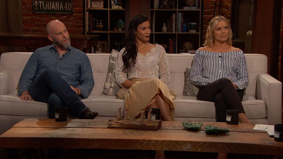 Dave Erickson, Danay Garcia e Kim Dickens no Episódio 8 de Talking Dead: Fear Edition