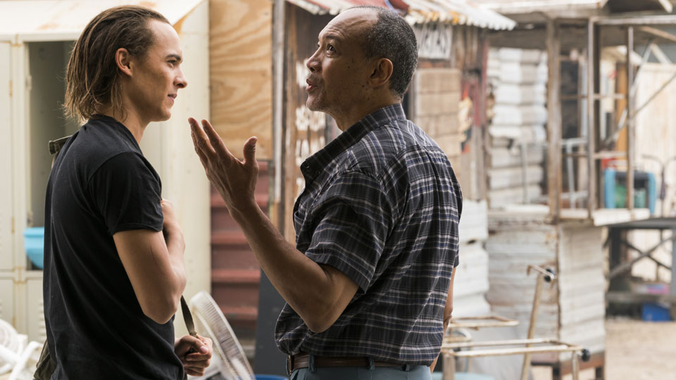 Nick Clark (Frank Dillane) e Alejandro (Paul Calderon) no Episódio 11 Foto de Richard Foreman Jr/AMC