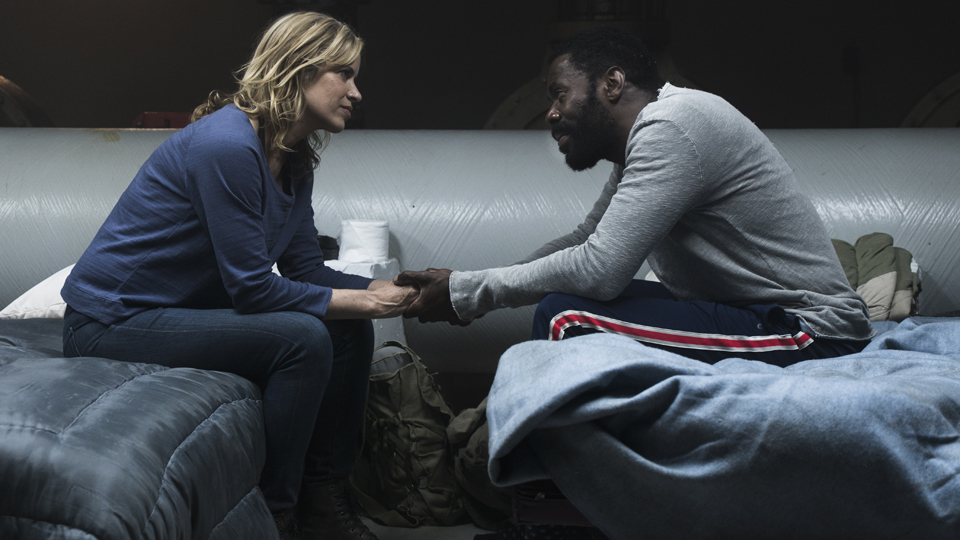 FearTheWalkingDead_311_MADISON-STRAND-HOLDINGHANDS