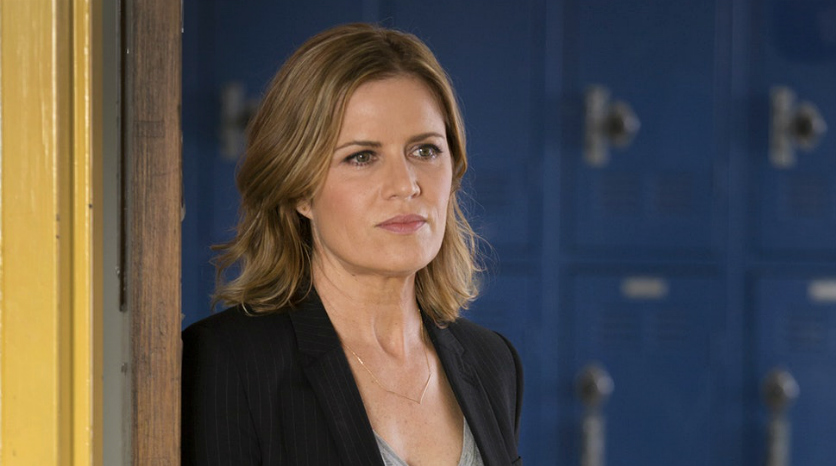 Fear the Walking Dead_Kim Dickens - corpo blogue