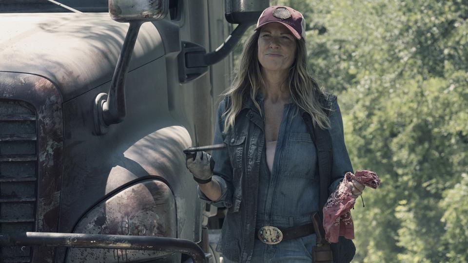 Mo Collins as Sarah- Fear the Walking Dead _ Season 4, Episode 12 - Photo Credit: Ryan Green/AMC