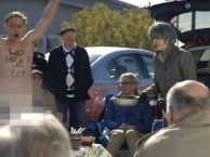 A streaker shows up at the tailgate party for A Prairie Home Companion and interrupts the activities.