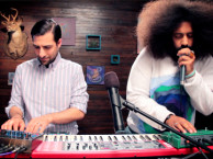 Reggie makes music with fellow guest star Jason Schwartzman