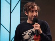 Reggie Watts creates an improvised song with the help of special guest Thomas Middleditch.