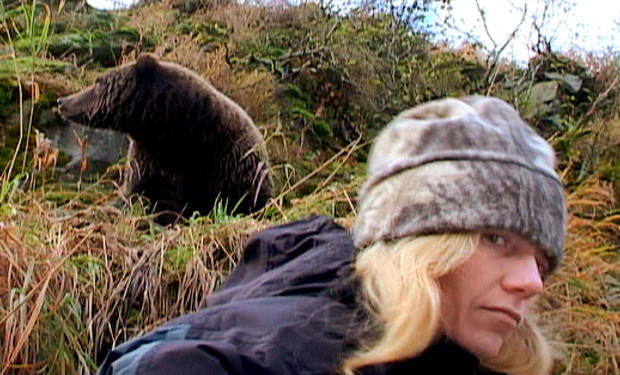 timothy treadwell grizzly man Released in 2005, grizzly man is a documentary film directed by german film maker werner herzog, which examines the life and death of a man named timothy treadwell he lived among the.