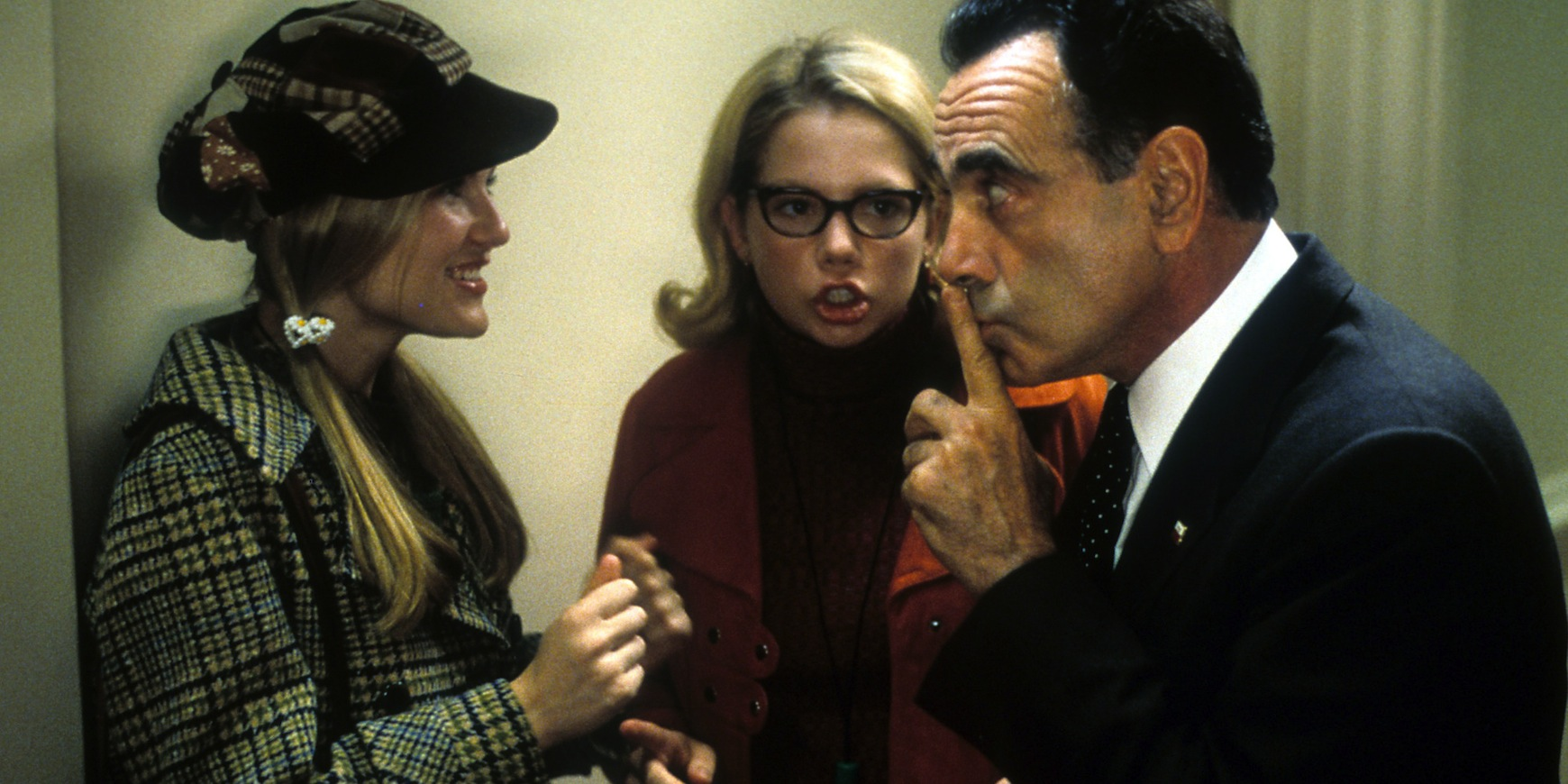 Kirsten Dunst, Michelle Williams and Dan Hedaya in a scene from the film 'Dick', 1999. (Photo by Phoenix Pictures/Getty Images)