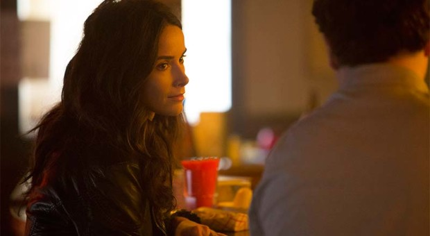 3-2-Amantha-Holden-Abigail-Spencer-Rectify-800x450