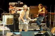 Sex, drugs, and carbon emissions: Pearl Jam to offset '09 tour