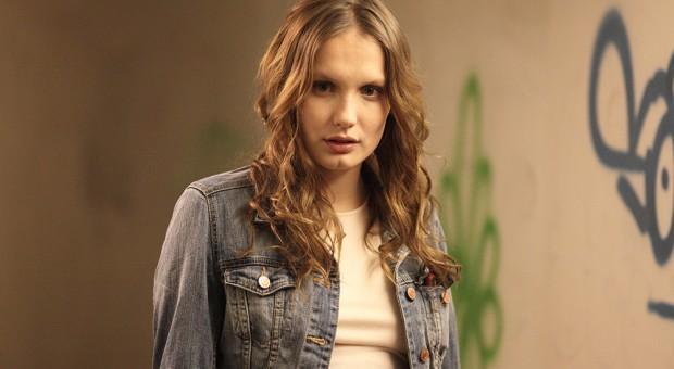 Lucy (Ana Girardot)