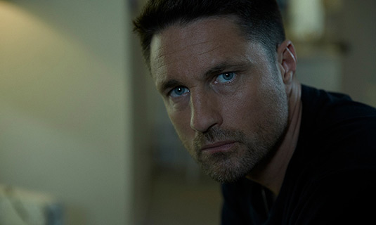 "5 Questions with ""THE RED ROAD"" star Martin Henderson"