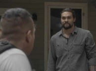 Guess who shows up at the family BBQ with Sky (Lisa Bonet) and Phillip (Jason Momoa)? An angry Jack (Tom Sizemore).