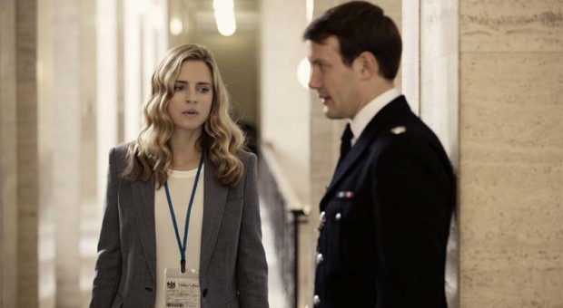Brit-Marling-Babylon-106-Fan-Quiz-800x450