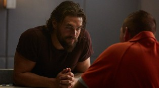 jason-momoa_theredroad_graves_202_17-700x384
