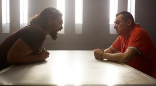 jason-momoa_tom-sizemore_theredroad_graves_202_20-700x384