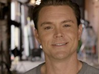 Clayne Crawford takes questions from RECTIFY fans on Facebook and Twitter.