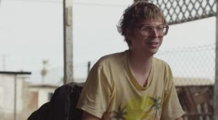 A paraplegic man (Michael Cera) leaves home to be on his own.
