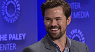 Andrew-Rannells_Behind_the_Story_Girls_Gallery_1000x594