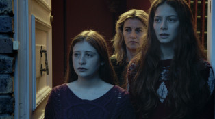 Camille (Yara Pilartz), Claire (Anne Consigny) and Lena (Jenna Thiam) in Episode 205.