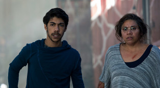 CLEVERMAN-106_koen-hunter-page-lochard_deborah-mailman-aunty-linda_01_1600x720