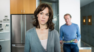 Charlotte (Frances O'Connor) and Slade (Iain Glen) in Episode 4.