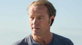 Slade (Iain Glen) in Episode 5.
