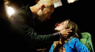 Ciro (Marco D'Amore) and Manu (Denise Pena) in Part 5.