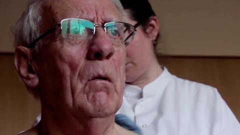 An elderly man and his family deal with the tragic realities of growing old. Directed by Dimitri Sterkens.
