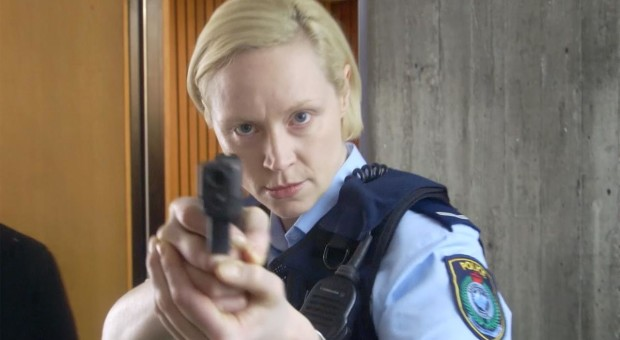 Gwendoline Christie discusses working with Jane Campion and teaming up with Elisabeth Moss' Detective Robin Griffin.