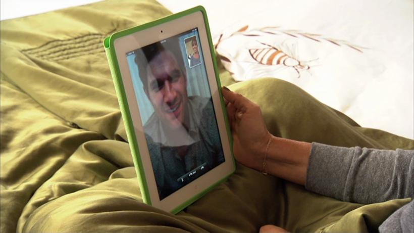 In this deleted scene, Melissa wakes up early to Skype with Duncan in London.