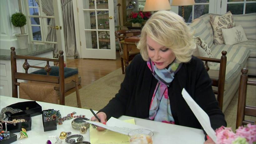 In this deleted scene, Joan figures out what to say for Melissa when she accepts an award at Our House.