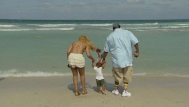 Baby Logan goes to the beach for the first time. Tamar & Vince returns Thursday, October 23 at 10|9c.