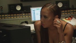 Watch this deleted scene of the Braxton's messing around in the studio.