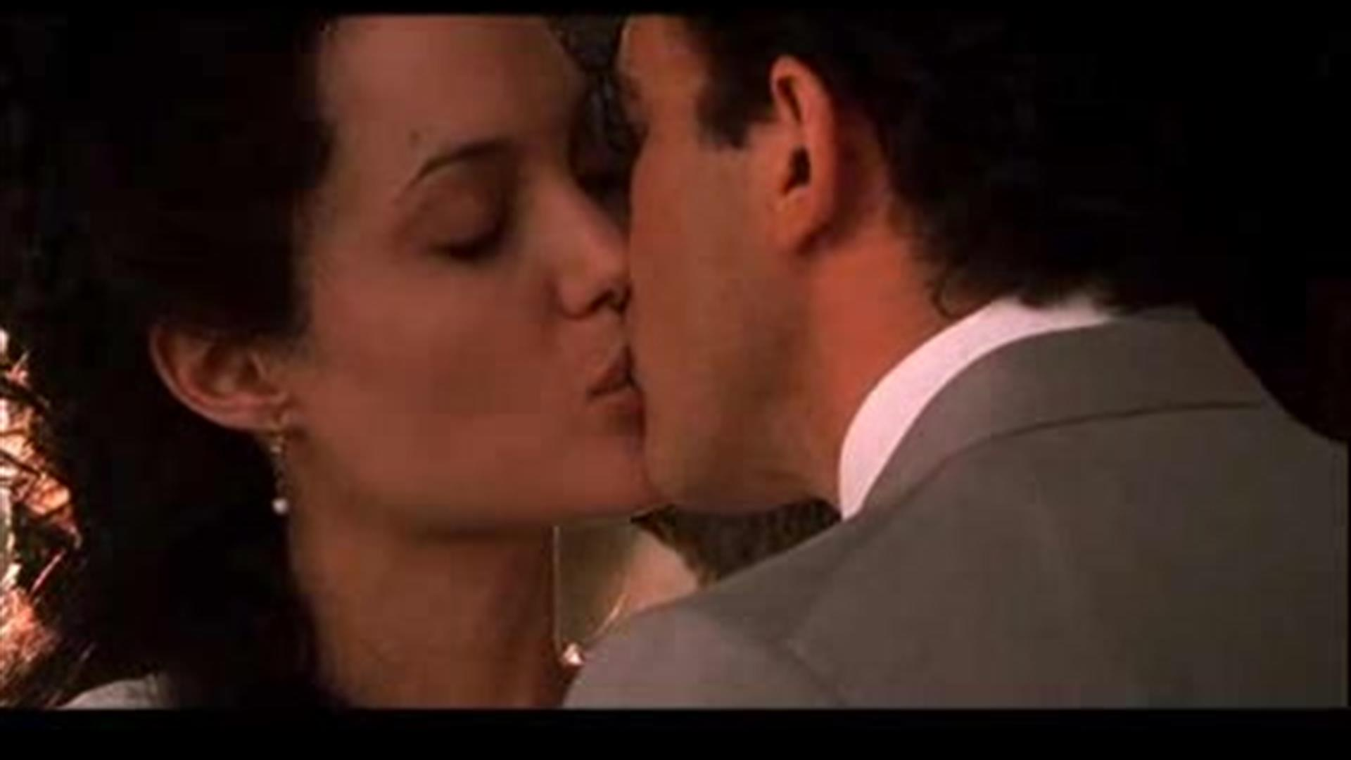 Angelina Jolie Original Sin video extra - date night: original sin - amc