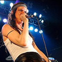 juliette-lewis-singing-125.jpg